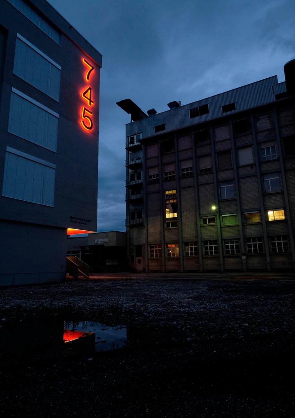 Viscosistadt Hochschule Luzern Design und Kunst Signaletik 745 Aussenfassade
